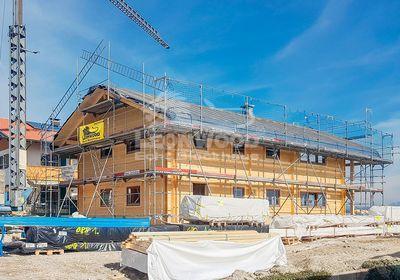 Blockhaus im Bayerischen Baustil, Baustoff Holz, symmetrische Bauweise