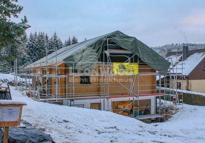 Modernes Massivholzhaus von LeonWood im Erzgebirge, Bauen mit Holz, Dämmen mit Kork