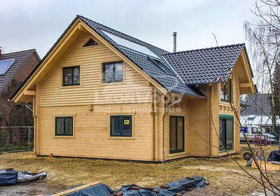 Holzhaus Feodora Landkreis Oldenburg, Familienhaus, Zwerchgiebel