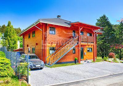 zwei separate Blockhaus-Wohnungen, ein gemeinsames Wohnkonzept, Mehrgenerationen-Blockhaus von LeonWood
