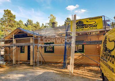 Blockhaus Canada von LéonWood® mit Hauseingangsüberdachung im Juli 2018