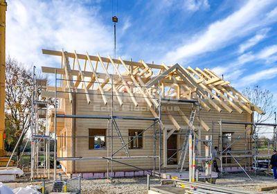 Blockhaus Tuscaloosa Schwaben, Hauseingangsüberdachung, Gaube