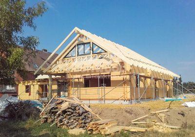 Holzhaus Canada von LéonWood® mit Dreiecksfenstern im Giebel