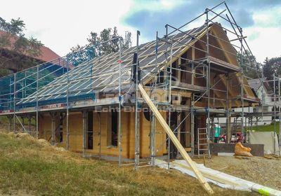 LeonWood Blockhaus Adria Oberbayern, Glasgiebel, Baustoff Holz